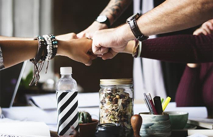 Seu time está uma bagunça? Siga os 6 passos de como organizar equipe de vendas
